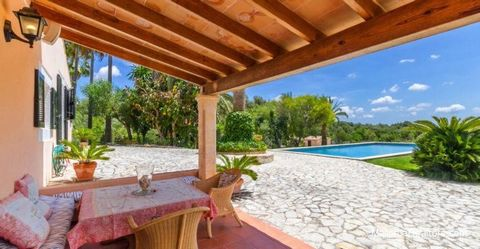 Stunning country house in Petra on a 15000 sq.m plot with swimmingpool and tennis court. The house offers with a living area of 217 m² a spacious living room with fireplace and high wooden ceilings, an ample live-in kitchen with separate dining area,...
