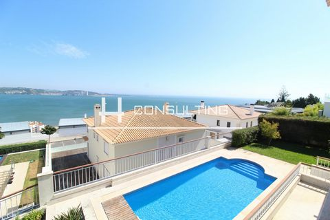 Detached Villa with View Tagus River 180º Description: - Ground Floor - Entrance Hall - Living Room - Dining Room - Office - Kitchen - Pantry - Laundry - Social Wc - Suite With Closet - Elevator Access to the Remaining Floors All ground floor rooms h...