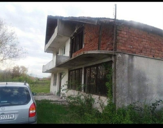 WONDERFUL PROPERTY AT A VERY ATTRACTIVE PRICE It is a 3 storey house in a village not far from Plovdiv. Plovdiv is situated in a fertile region of south-central Bulgaria on the two banks of the Maritsa River. The city has historically developed on se...