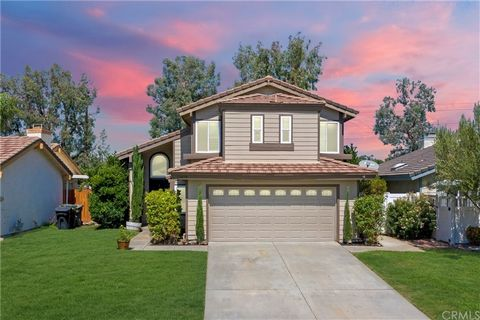 LOCATED LESS THAN 2 MILES TO TEMECULA WINE COUNTRY! NO REAR NEIGHBORS! Step inside and find Spanish-style tile flooring throughout most of the main entry. A vaulted ceiling in the formal living and dining room give the space a nice open feel. A cozy ...