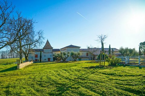 RARE IN CALM ABSOLUTE WITHOUT NEIGHBORHOOD AND JUST A FEW KILOMETERS OF ALBI AND WITHIN ONE HOUR OF TOULOUSE this very beautiful property overhangs the river of Tarn and the city of Marssac with a magnificent view! Perfect for a large accommodation s...