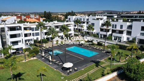 Located in Vilamoura. Luxurious two-bedroom apartment located in one of the most prestigious areas of Vilamoura, in a closed condominium with large manicured green areas and two swimming pools with saltwater treatment. Straight lines architecture whe...