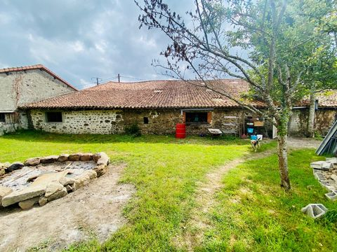 Close to Confolens in a hamlet, an excellent possible barn to convert with land. The barn is around 300m2 with building permission to convert and has electricity and water. The garden has views onto the countryside with a private entrance. It is a to...