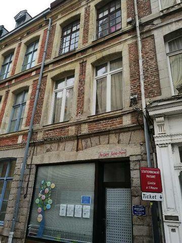 Hyper centre de Douai, dans site classé Gros potentiel pour cette maison de ville ou immeuble de rapport d'environ 160 m2 habitable à rafraichir, act