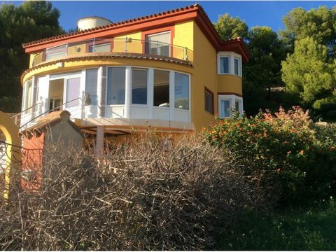 Beautiful 3 Bedroom Villa in Castellon Spain Euroresales Property ID- 9825370 Property Information: This beautiful villa is situated in the village of Alcoceber in Castellon Spain. This is a detached villa consisting of three reception rooms, a conse...