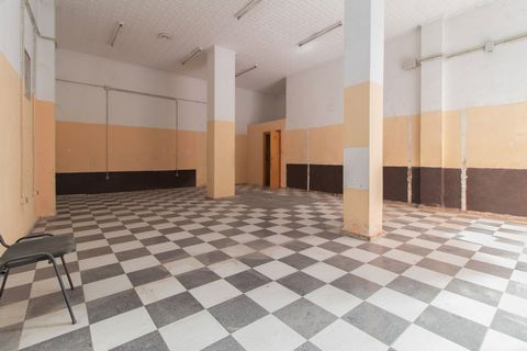 Description Commercial premises in Orihuela, 79 sqm, a toilet, property to reform.~ ~ Cercanías: all services, parks, downtown~ ~ • SERVICES~ - Free legal and tax advice. It includes obtaining a NIE, tax residence, residence permit, health insurance,...