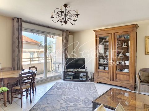 In the Val de Saône sector and especially in the beautiful and dynamic town of Fontaines-sur-Saône 15 minutes from Lyon, take the opportunity to live in peace in the center of Fontaines on the top floor of a very well maintained and secure. Very well...
