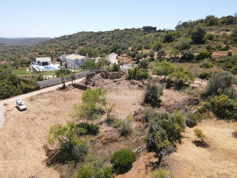 Located in Loulé. The land is completely flat which will give you a fantastic garden, with excellent access and very central. Just a few kilometers from urban centres such as Boliqueime and Loulé, as well as tourist centres such as Vilamoura. There a...