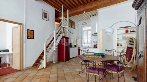 Ref 63586OR: LYON 04 Located in the heart of the Croix Rousse district, I offer you this magnificent crossing apartment, on the 1st floor, with beautiful high ceilings, typical of canuts, renovated. It consists of a large living room with fitted kitc...