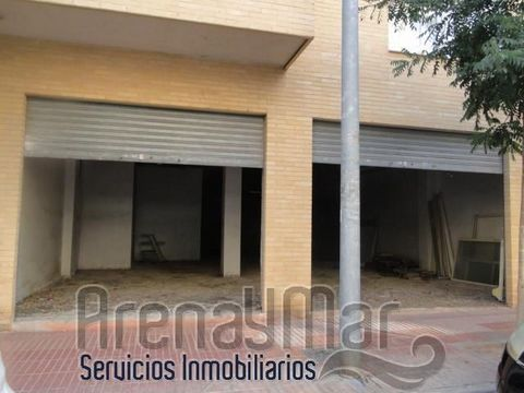 Diaphanous and rough commercial premises in San Vicente del Raspeig. Fantastically well located, in the area of the Lo Torrent Park. , area of continuous passage of people. It has 145m2 of surface and has a smoke outlet. Do not miss the opportunity t...