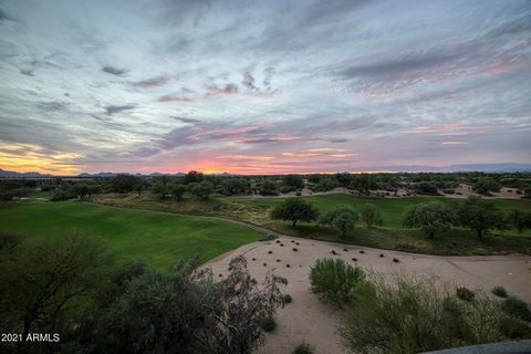 Dramatic and sweeping views of the Westin Kierland Golf Course grace this phenomenal floorplan with it's quiet getaway places for the busiest of working men and women. Split masters provide many variations for offices and/or bedrooms/children's play ...