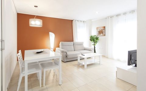 Comfortable apartment in Playa de Gandia. It has 70 m2 and capacity for 6 people. The apartment with AC warm/cold has 2 bedrooms: one with a double bed and en suite bathroom and one with two single beds. There is a sofa-bed for two extra people if ne...