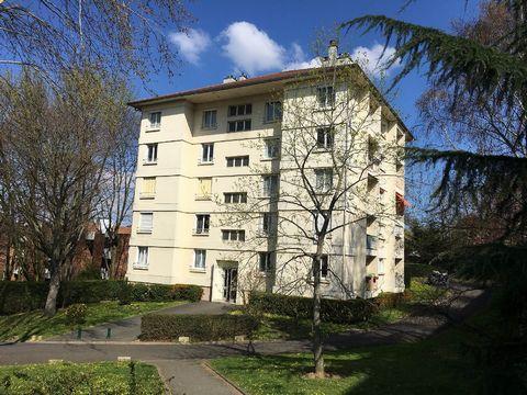 16 mn du RER Robinson et à 10mn à pied du Parc de Sceaux, Appartement à Châtenay-Malabry de 3 pièces dans une résidence arborée au calme. 4ème et dern
