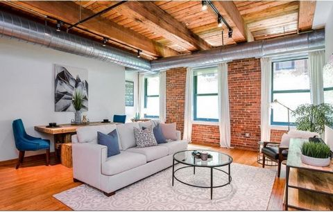 Originally a printing press that anchored South Boston to the Fort Point Channel, Court Square Press continues it's legacy as a flagship building in Boston. Converted to condos in 2003, the spectacular location allows for Boston residents to easily a...