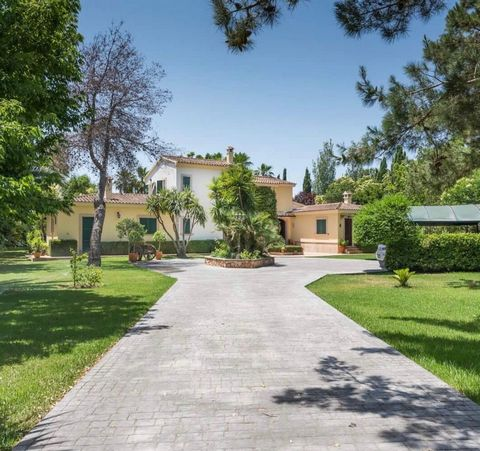 Beautiful rustic house in Santa María. On a plot of 10600m2 and with a construction of about 450m2 of housing plus terraces and garden. It has 6 bedrooms, 7 bathrooms, several living rooms with fireplace, kitchen with large pantry, and utility room, ...