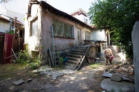 Ruse. Separate parcel with old House in Yalta quarter in Ruse city IBG Real Estates is pleased to offer this plot of land with house, located in the most preffered quarter in Ruse, near park, only 10 minutes walking to Svoboda square, tennis court, m...