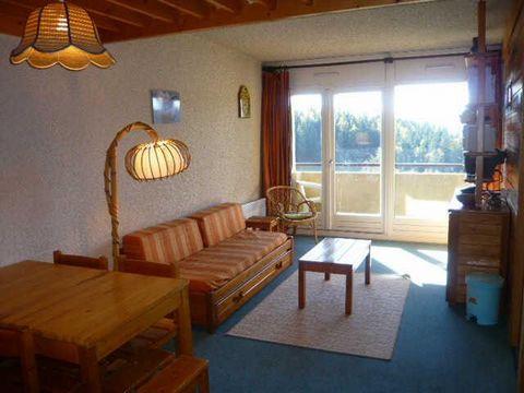 La Résidence Les Glovettes est située dans la station de ski de Villard de Lans, à 50m des pistes de ski. Vous aurez une vue dégagée sur les montagnes environnantes. Le centre de la station et les principaux commerces de Villard de Lans sont à 4km de...