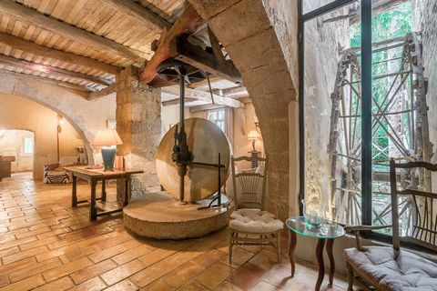 This authentic 550 sqm old mill has been renovated throughout with very high quality fittings by a famous French chef, it enjoys therefore an incredible professional kitchen with a vast wine cellar. It offers four bedrooms, an office, a large dining ...