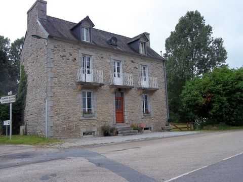 Located in a little hamlet of the Regional Park, surrounded by lovely trekking paths and the 'green path', this property has a lot to offer. It is a house with a lot of character, like a Maison de Maître, the habitable area is very spacious. On the g...