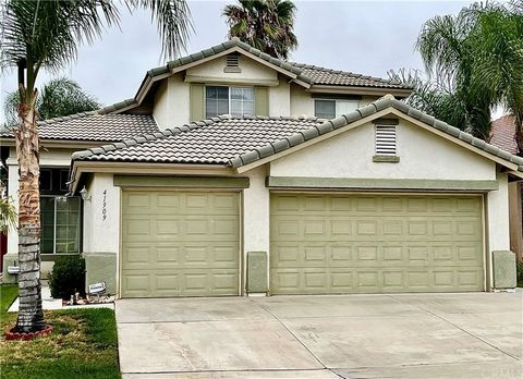 Diamond in the rough! Great investment rare opportunity for a golf course view home in Temeku Hills. Amazing views from the rear of house and yard of the golf course, mountains and city lights. This property offers formal entry, formal ling room and ...