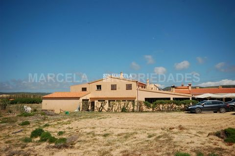 Located in Aljezur. A highly successful and busy restaurant situated in a stunning location with amazing sea views only a few minutes from the beach and with a 224,24 m2 3-bed house on the first floor. This restaurant can accomodate up to 70 seats, h...