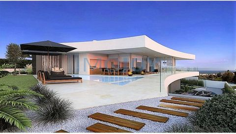 Encosta da Luz is the first sustainable project in Praia da Luz, offering eight contemporary luxury residences, with areas ranging between 350 and 480m2. Encosta da Luz is one of the last available plots in Praia da Luz, with privacy and panoramic se...