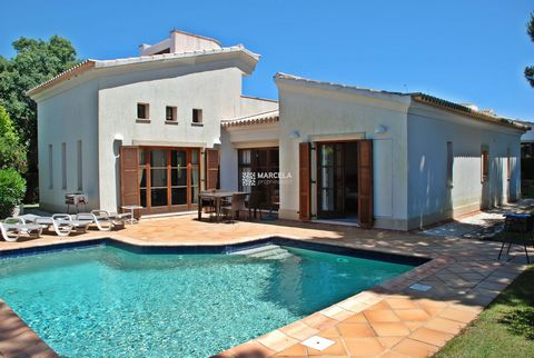 Located in Vila do Bispo. Spacious 152 mtr three bed villa on a well maintained garden plot of 575 mtrs, built in 2006 this single-storey design features an upper level gallery leading out onto a large roof terrace with panoramic views. The gallery i...