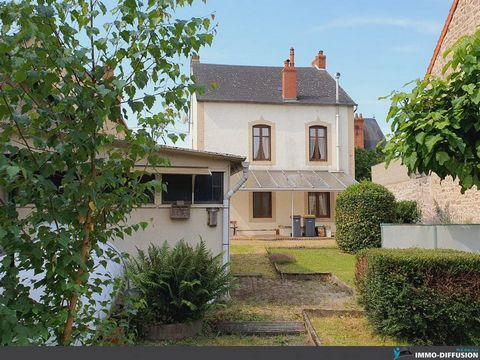 Mandate N°FRP130844 : House approximately 140 m2 including 7 room(s) - 4 bed-rooms - Garden : 525 m2. Built in 1930 - Equipement annex : Garden, Cour *, Terrace, Garage, Fireplace, combles, Cellar - chauffage : gaz - More information is avaible upon ...