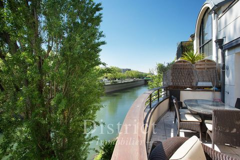 Neuilly-sur-Seine/Ile de la Jatte. The countryside on the edge of the capital. This elegant private mansion with a lift and 35 sqm terraces enjoys an open view of the Seine. It includes a 60 sqm room with a terrace (it would be possible to create 2 b...
