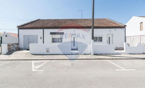 Description *Single-bedroom villa with 194m²*. Versatile property to adapt to taste. Some rooms can be enlarged, depending on your need. Courtyard of 110m² to the south. Full of sun and with a well. Very well located, in the Sailors Neighborhood; whi...