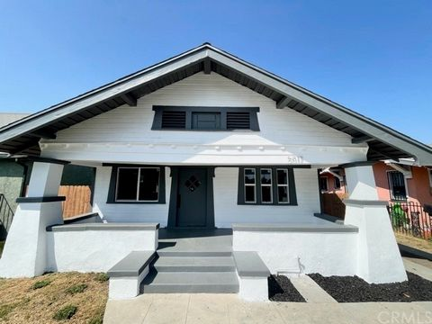 This home is a MUST SEE! Remarkable 1914 California CRAFTSMAN HOME features sensational, AUTHENTIC original character with chic and stylish MODERN updates.Stunning original features include amazing dining room breakfront, original oak shelving that ...