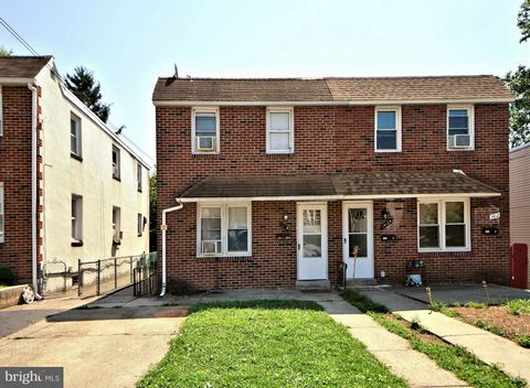Back on the market due to buyer's financing falling through. Looking for an investment .... rent both or live in one and rent the other, take a look at this duplex! This Twin/Duplex is located on a cul de sac street and is currently occupied by tenan...