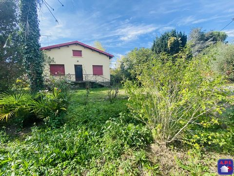 QUIET In the heart of a charming village, in a quiet area come and discover this house to renovate. Established on a flat land with trees of 1516m², it is composed of a living room opening onto a kitchen, 3 beautiful bedrooms. It also has a separate ...
