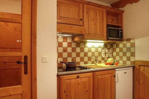 Résidence Chalet des Neiges in Oz-en-Oisans consists of a few dozens of apartments spread out over five chalets. All apartments feature a nice, comfortable interior and have got a balcony. This very well maintained complex was built in local style, w...