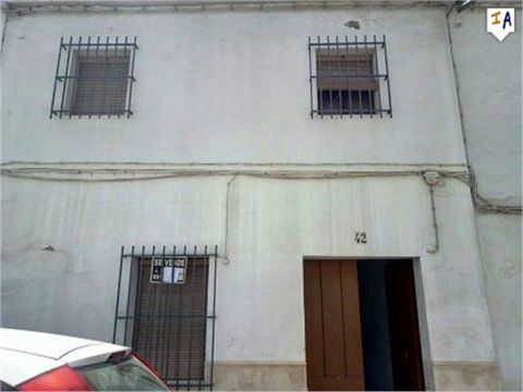 This large townhouse is located in the historical town of Osuna just a short walk to all of the local amenities and surrounded by historical monuments and buildings, this property is in a lovely location. Inside a traditional entrance hall leads to v...