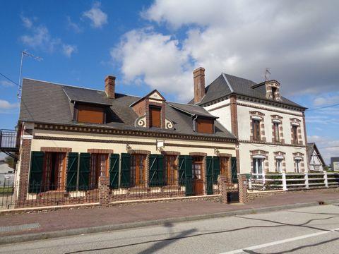 Idéale artisans, commerçants, chineurs, propriété située sur axe passager non loin du centre du Fidelaire, composée d'une maison d'habitation et d'un