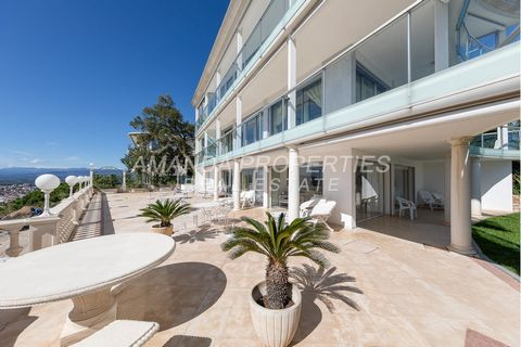 Amanda Properties presents in the California area, this charming and exclusive mansion. It offers a panoramic and spectacular seaview in the Cap d'Antibes and in the Bay of Cannes until Saint Tropez. Composed by 4 ensuites and a small bedroom it offe...