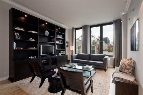 Rarely available 1 Bed/1 Bath at the most sought-after full service luxury condominium in SoHo/Nolita. Enjoy the best life style living in one of the most exiting neighborhoods. This spacious loft-style apartment has 10+ ceilings, with great light fr...