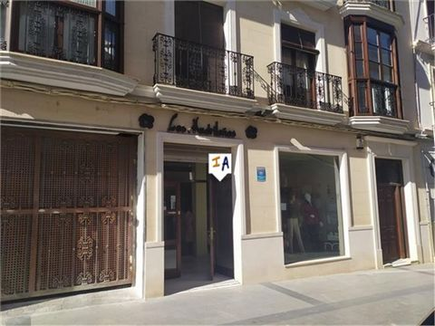 This commercial premises is located in the famous city of Puente Genil, famous for its Christmas lighting factories that adorn the main cities of Spain and the world; it is also famous for its Quince Cream factories. The city has all kinds of establi...