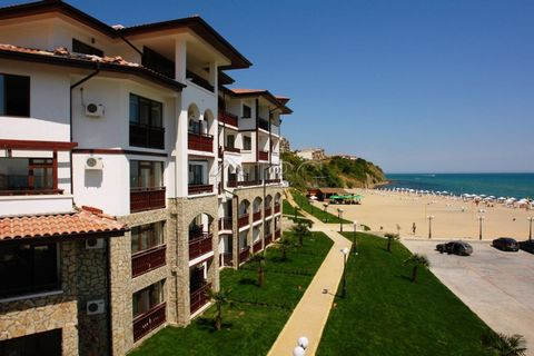 Burgas. Beachfront 1-Bedroom apartment in Complex Arena 1, Sveti Vlas IBG Real Estates is pleased to offer this furnished one-bedroom apartment, located on the ground floor in Complex Arena 1. The complex is situated on the first line to the beach in...
