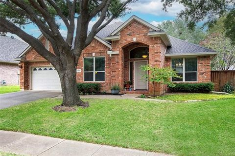 Gorgeous home on a large lot in a fantastic location! This one-story home has been beautifully updated & has an open floor plan with wonderful natural light & neutral colors throughout. Updated kitchen is open to the family & breakfast areas while al...