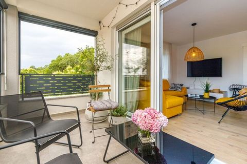 Comfortable and modernly furnished apartment Ulika Parentina with balcony is located in the north part of Poreč. It is situated on the first floor and it can accommodate 5-6 people. This lovely apartment consists of a three bedrooms ( two double bedr...