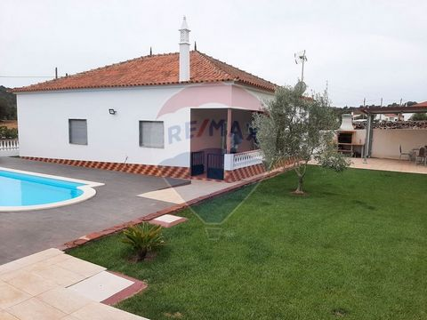 Description 2 bedroom villa for sale at 288000 EUR Fantastic villa in São Bartolomeu de Messines, with swimming pool. Detached villa with 3 bedrooms, 1 with private bathroom, 1 bathroom, kitchen and living room in open space, garden, parking place, b...