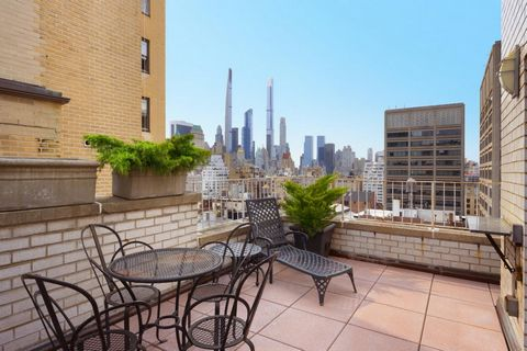 Enjoy incredible city views and sunsets from your own private terrace! This rarely available 2 bedroom duplex offers the perfect layout for entertaining and dining both indoors and outdoors. The first level consists of a large living room, dining are...