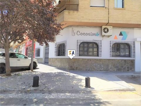 Commercial premises located on the main road of Loja with a construction of 149 square meters. The price of the property includes an industrial kitchen with extractor hood and industrial refrigerator; Also included are a small refrigerator and freeze...