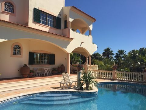 Located in Albufeira. Situated in a very quiet area but walking distance to the Center and Beaches... In a very quiet area of Albufeira, a great property with on the ground floor , a spacious and bright living room - dining room with in between a lov...