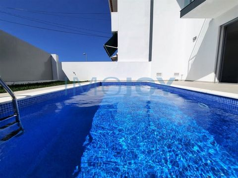 Excellent villa V5, for sale to debut with luxury finishes in Alto da Parede with Garden and Swimming Pool. The villa develops on 3 floors as follows: On the r/c floor you will find the Living Room of 35.15 m2 with access to the patio with pool and g...