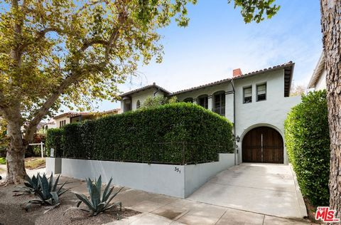 Stunning 1927 Spanish duplex elegantly remodeled by established Los Angeles designer in 2017. Stunning rich detail throughout this glamorous, chic Old Hollywood beauty. Almost 6,000 sqft of living space! Each unit has 3 bdrms/3 baths, formal entry, o...