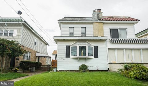 Check out this beautiful home on a quiet, tree lined street in the desirable Delaware County. Your next home is full of character, statement features, and ample natural light! From the beautiful hardwood floors and carpet throughout and cozy fireplac...
