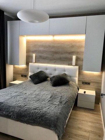 Сдается однокомнатная квартира на длительный срок. Квартира с качественным ремонтом, проведен интернет-кабель, укомплектована необходимой мебелью и бытовой техникой для комфортной жизни. Развитая инфраструктура района
